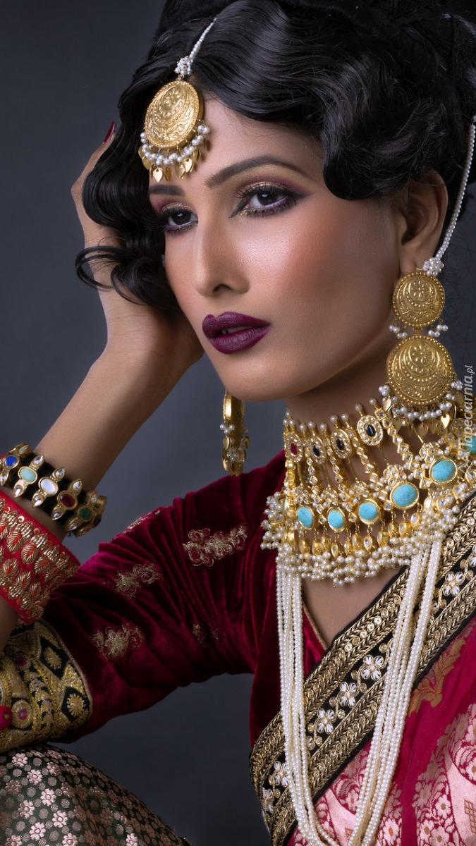Kobieta w orientalnym stroju