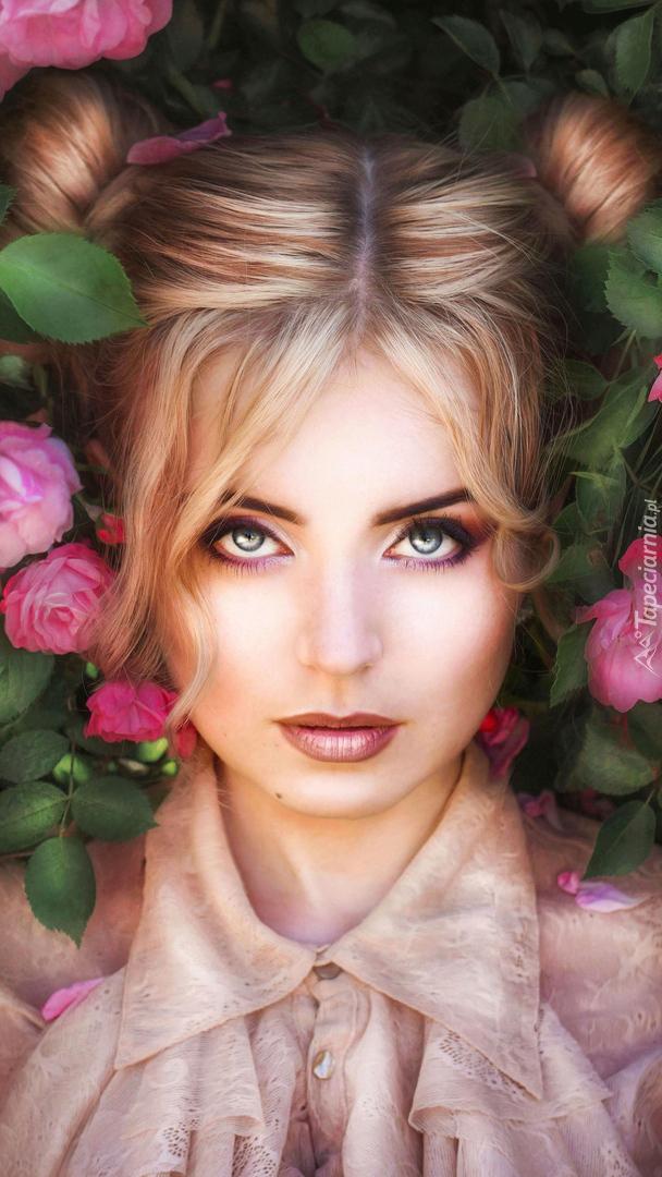 Kobieta w różanych krzewach