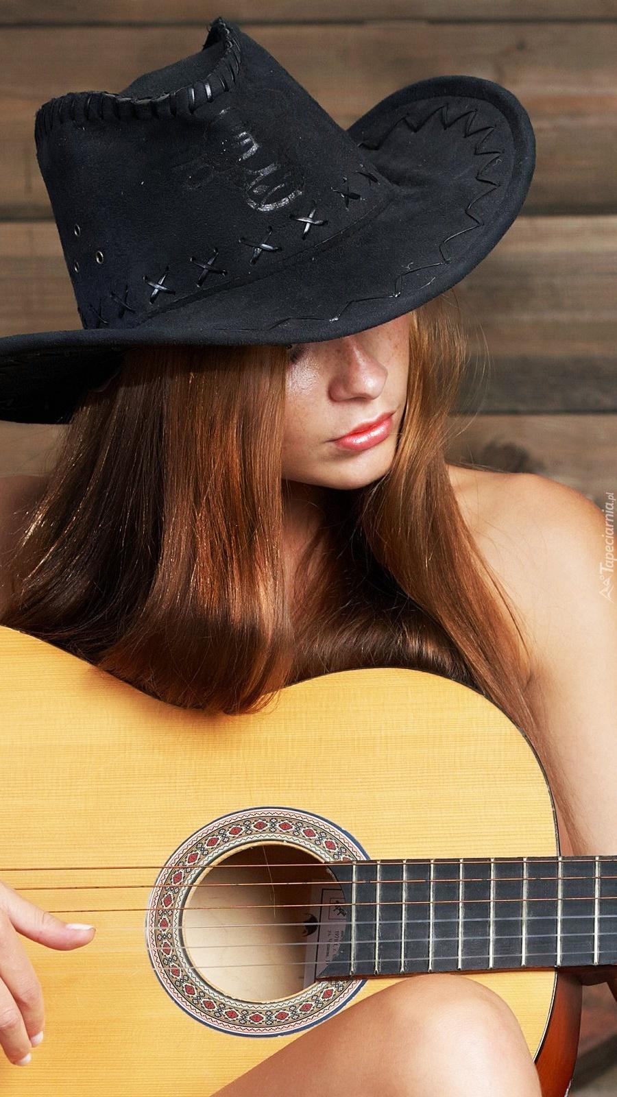 Kobieta z gitarą