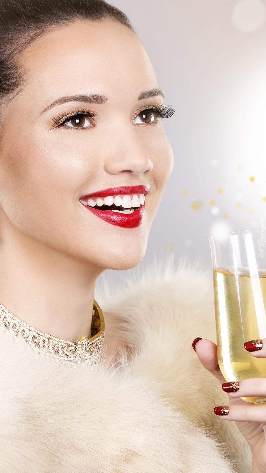Kobieta z kieliszkiem szampana