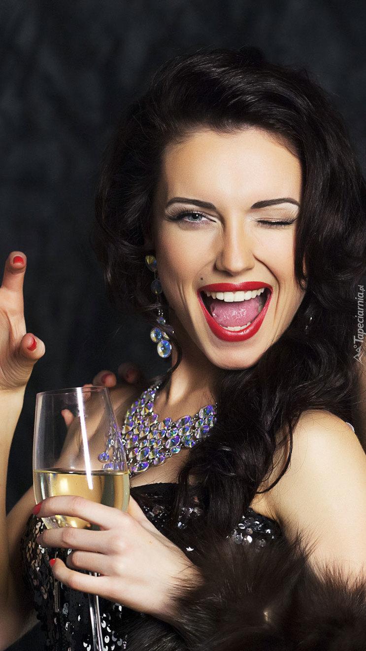 Kobieta z lampką szampana