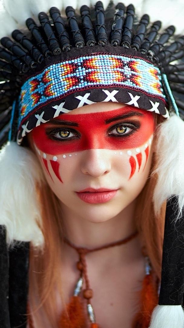 Kobieta z pióropuszem