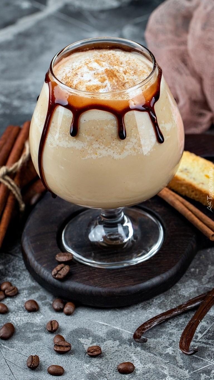 Koktajl kawowy w kieliszku