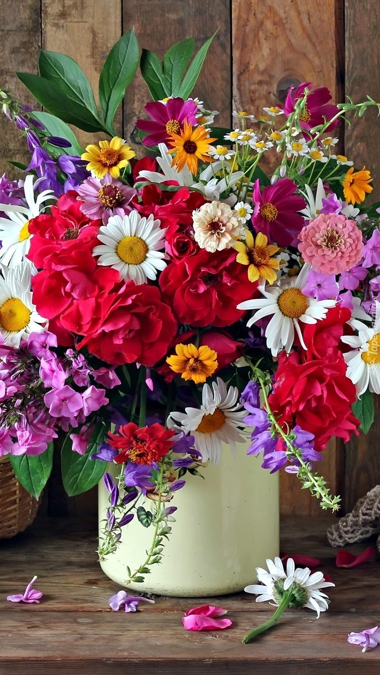 Kolorowe kwiaty w bukiecie