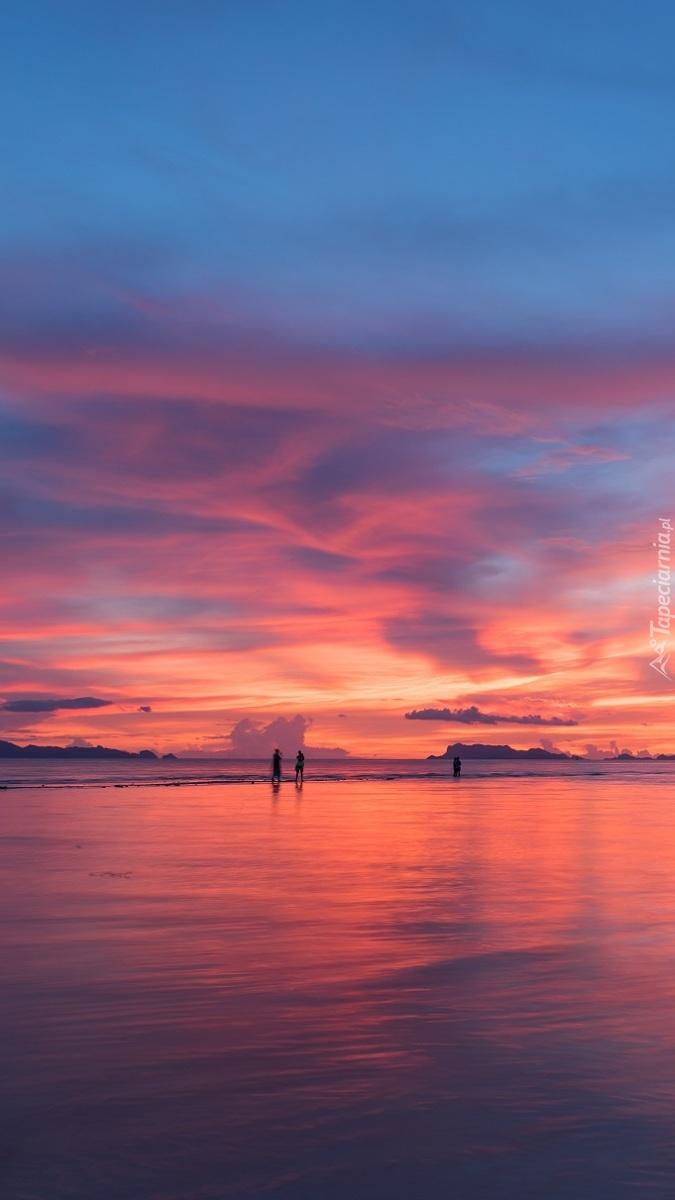 Kolorowe niebo nad morzem