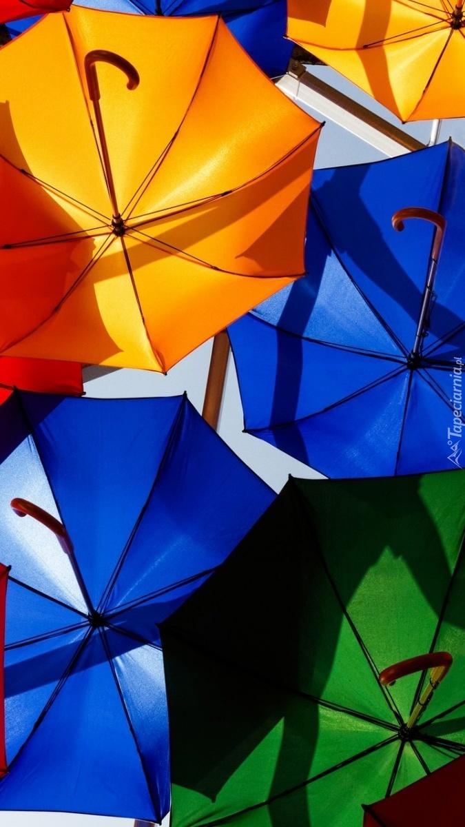 Kolorowe parasolki na kolorowy deszcz