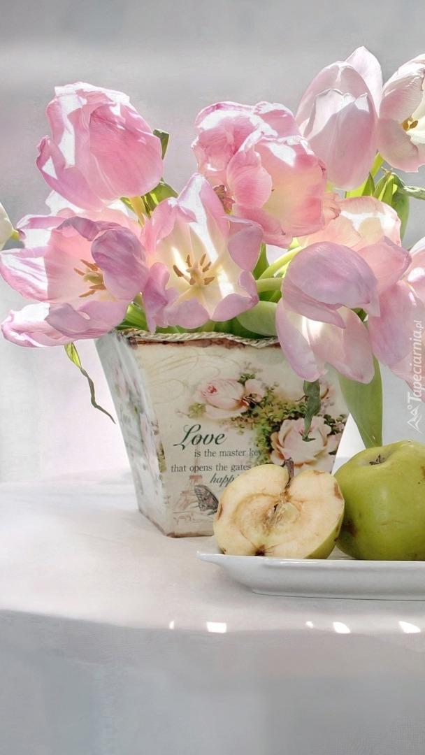 Kompozycja tulipanów i jabłek