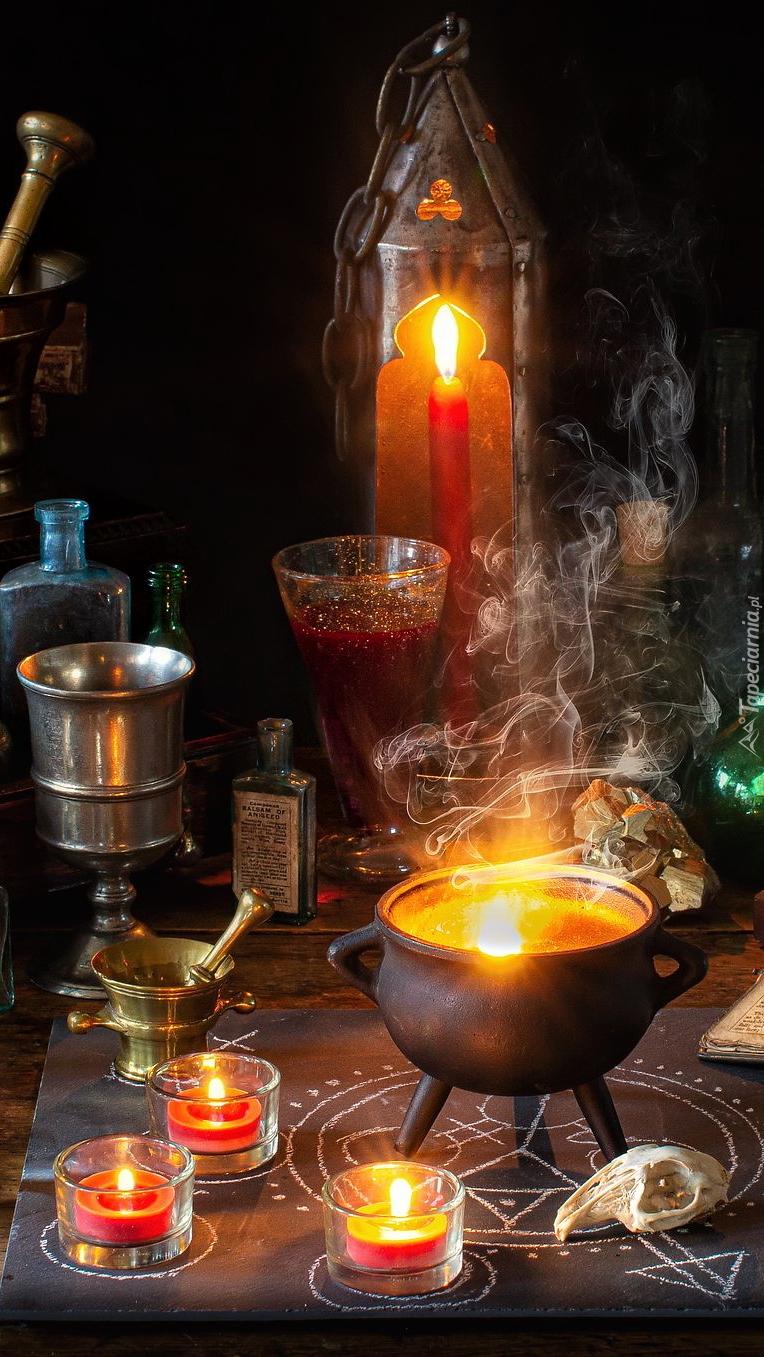 Kompozycja z zapalonych świec