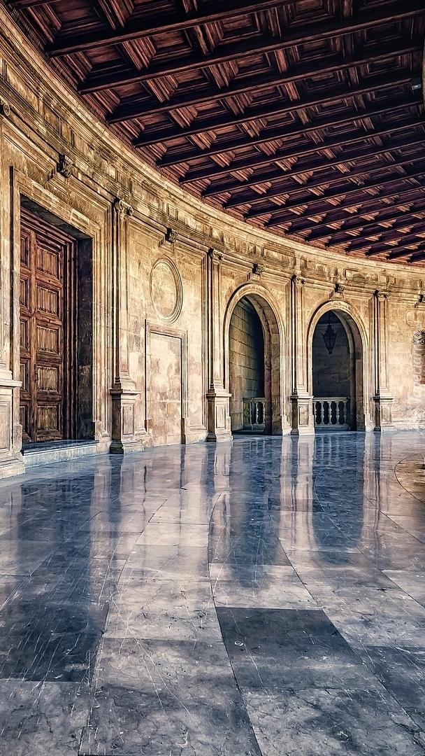 Korytarz w pałacu Alhambra