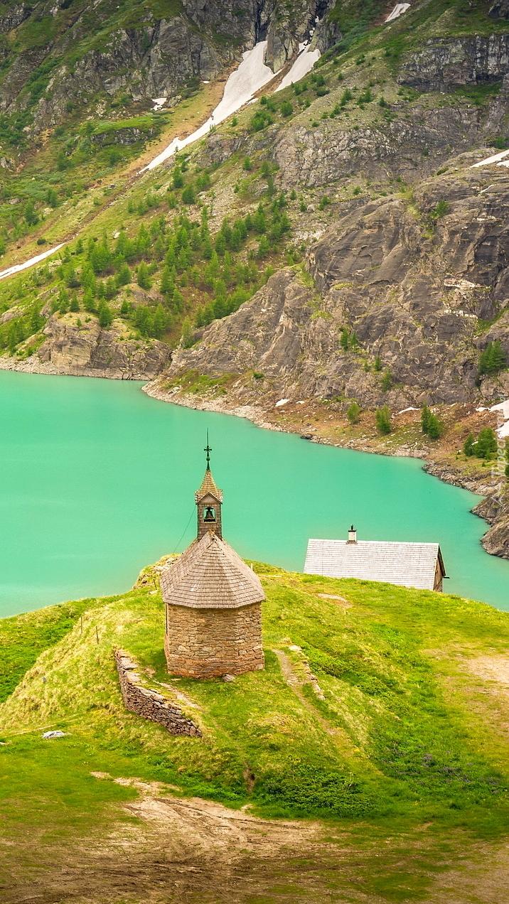 Kościół nad jeziorem