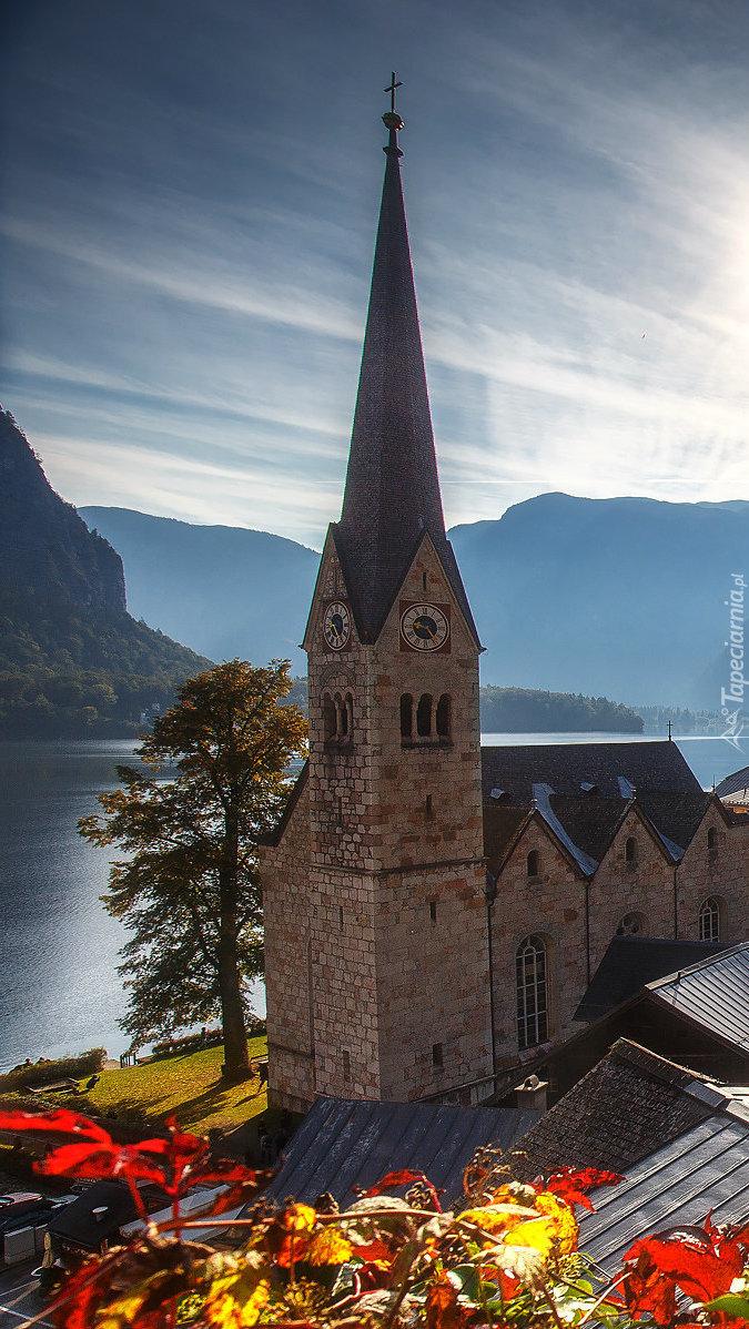 Kościół pw. Wniebowzięcia Matki Bożej nad jeziorem  Hallstättersee