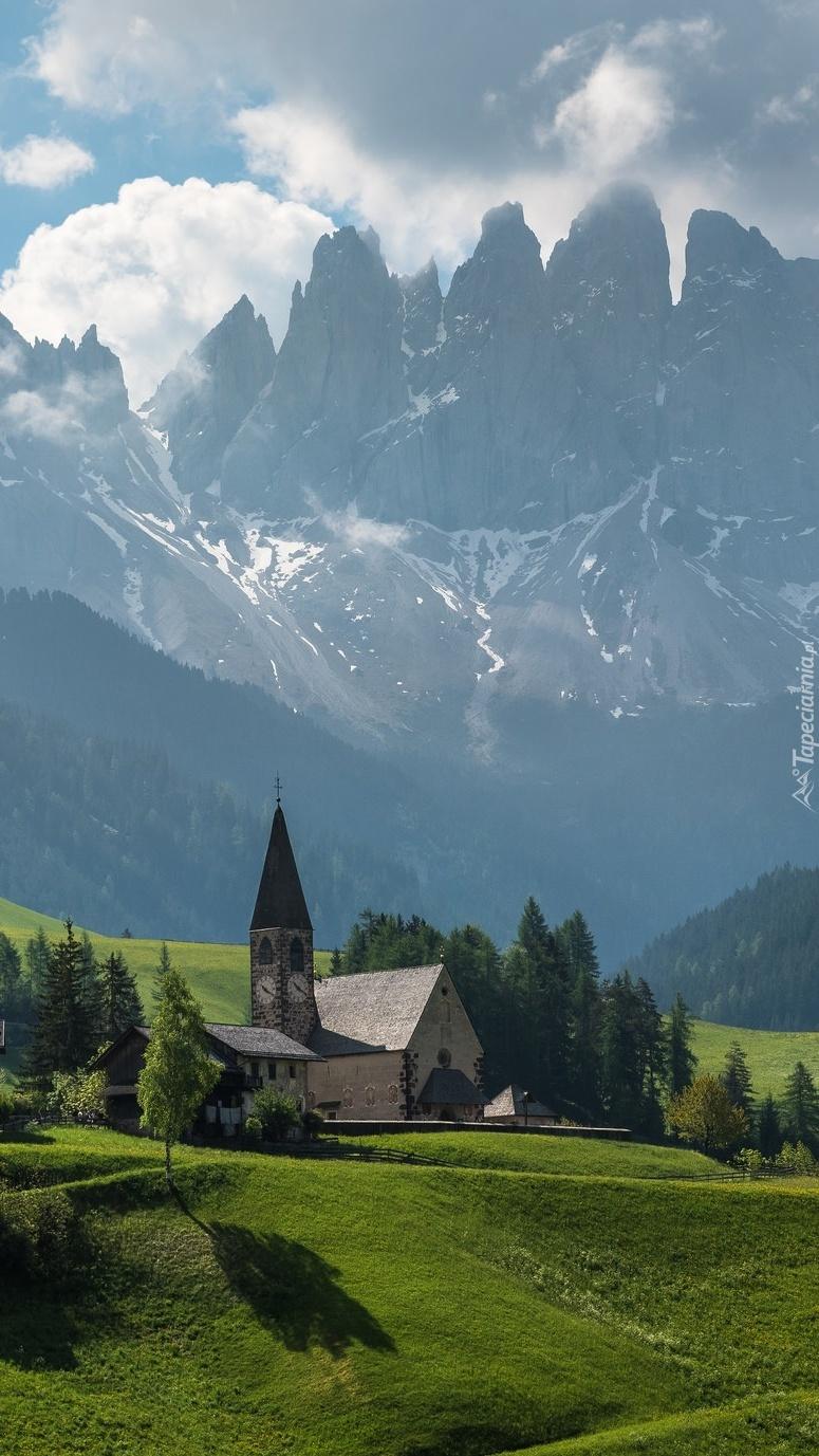 Kościół w dolinie Val di Funes
