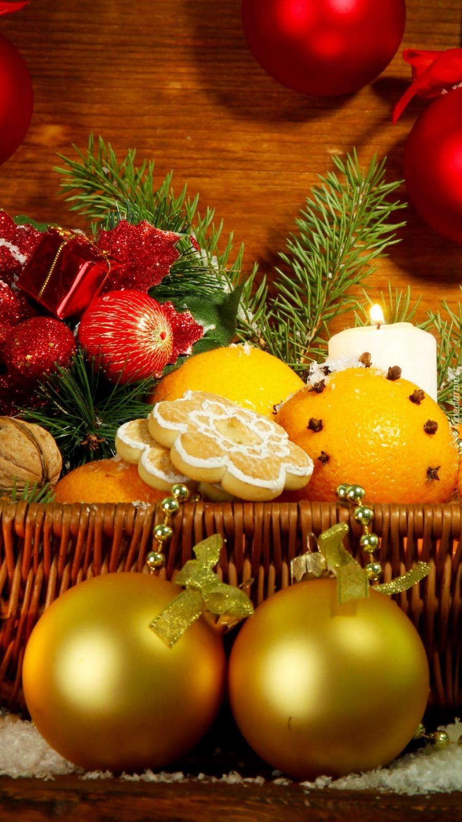 Koszyk z pomarańczami i piernikami
