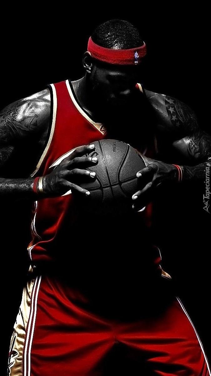 Koszykarz z piłką