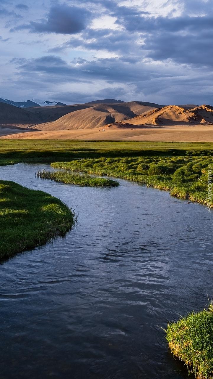 Kręta rzeka na równinie
