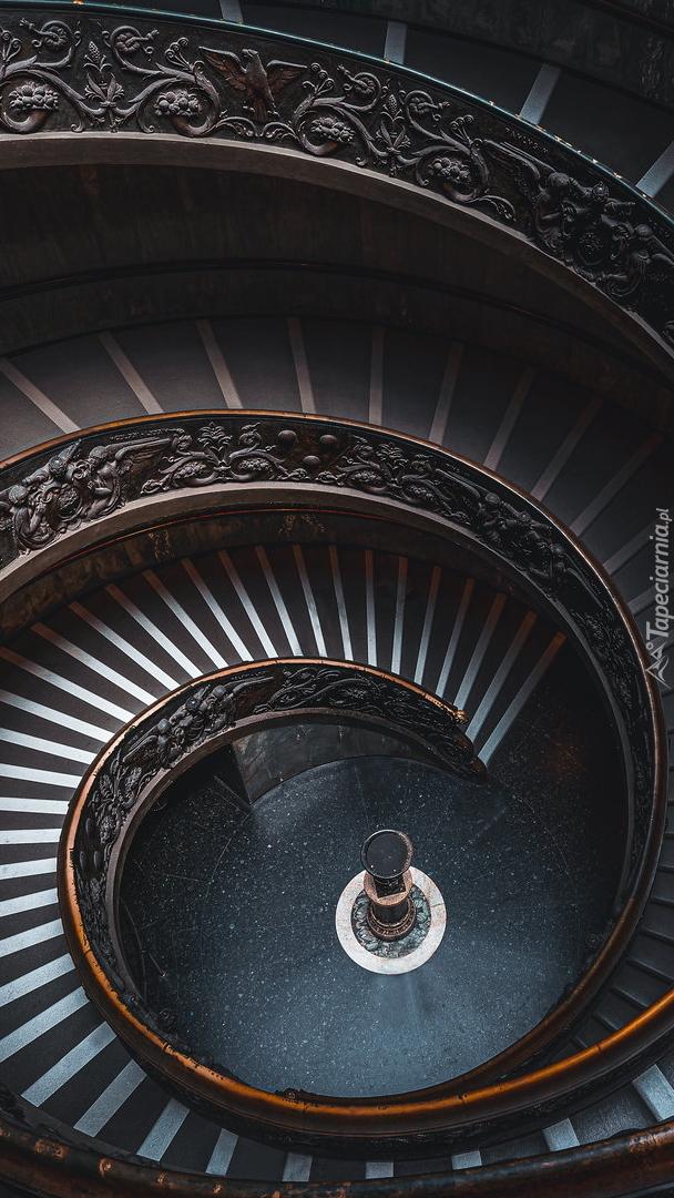 Kręte schody w Muzeum Pio Clementine w Watykanie