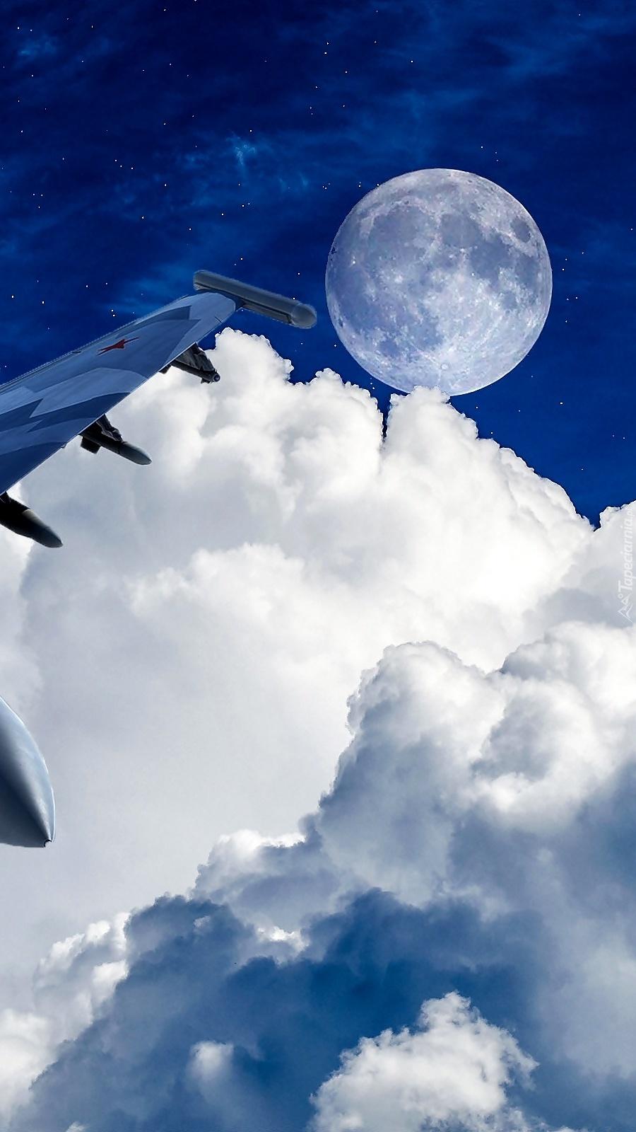 Księżyc nad chmurami