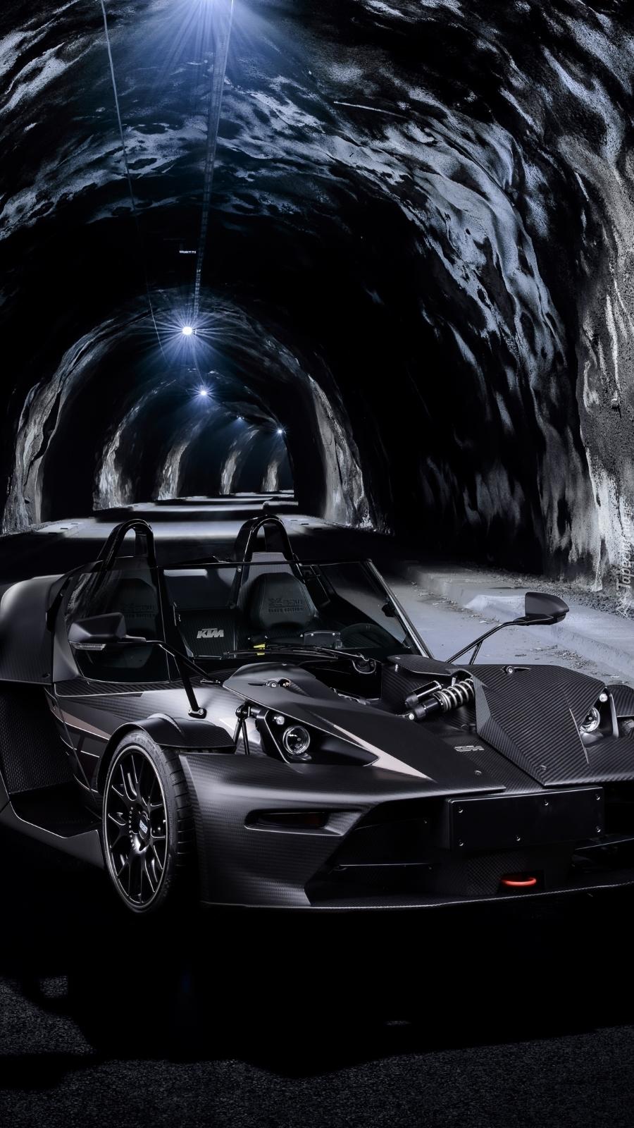 KTM X-bow w tunelu