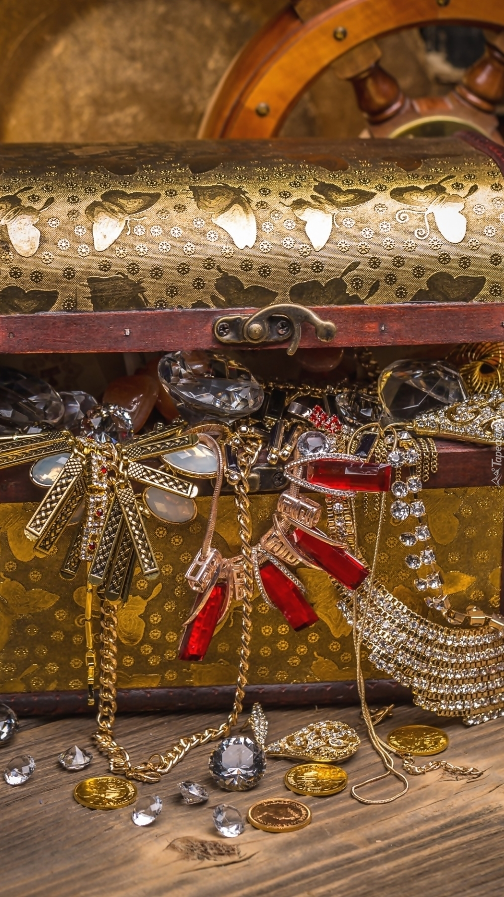 Kuferek z biżuterią