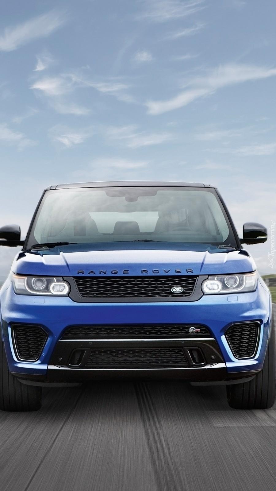 Land Rover na drodze