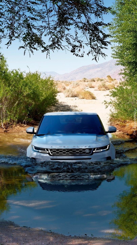 Land Rover Range Rover Evoque w rzece