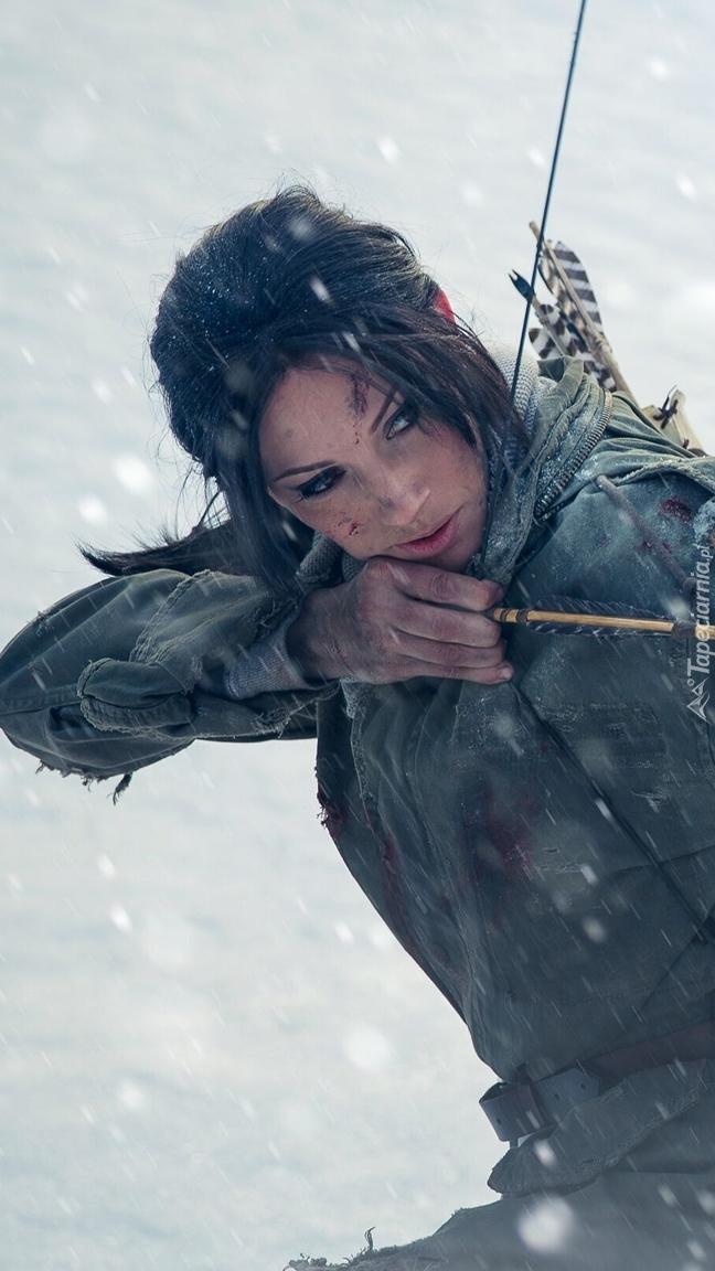 Lara Croft strzelająca z łuku