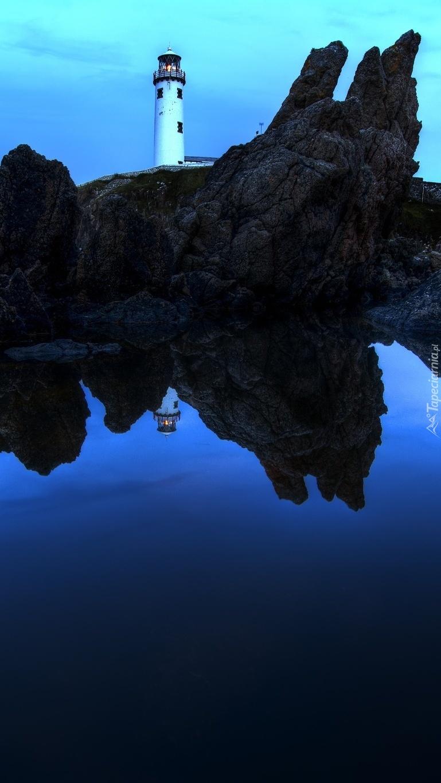 Latarnia morska na skale