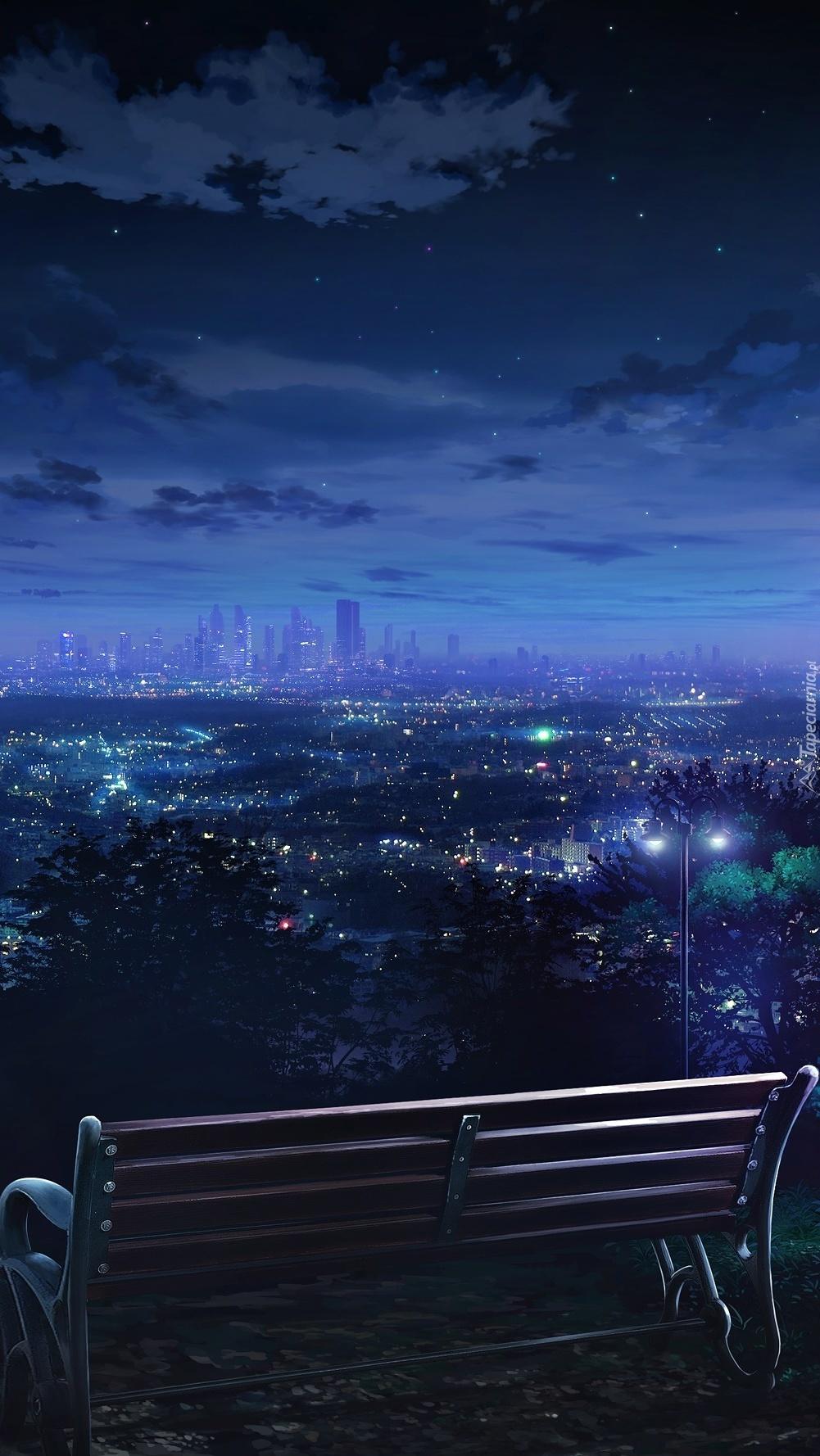Ławka z widokiem na panoramę miasta nocą
