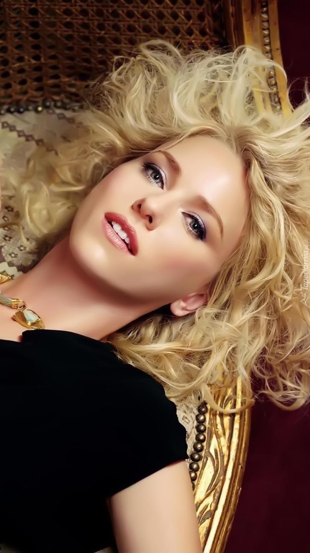 Leżąca Naomi Watts