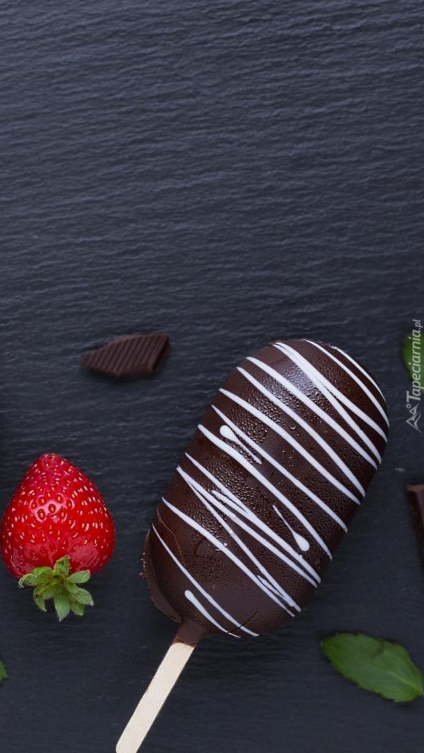 Lód na patyku w polewie czekoladowej