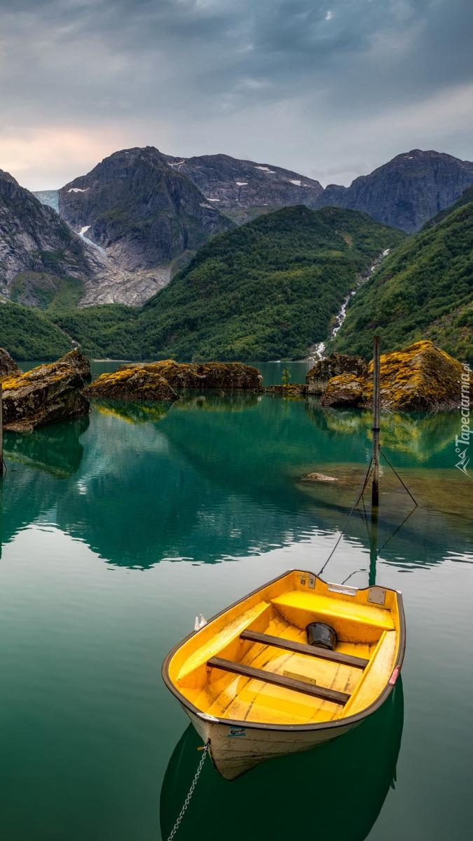 Łódka na jeziorze Bondhusvatn