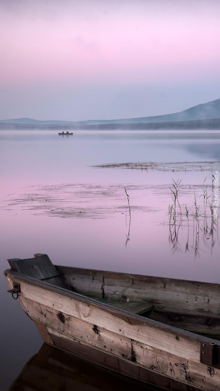 Łódka na jeziorze Ziuratkul