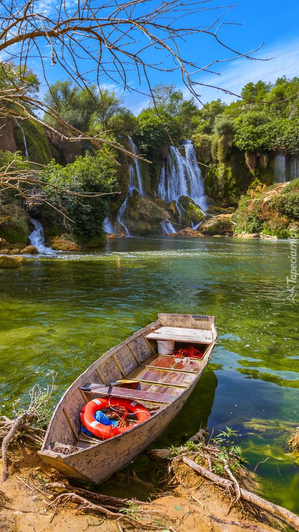 Łódka na rzece Trebizat