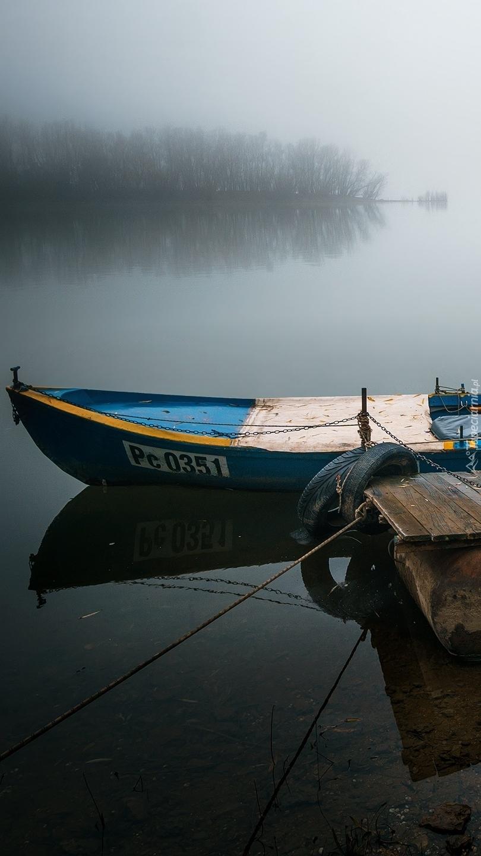Łódka przy pomoście