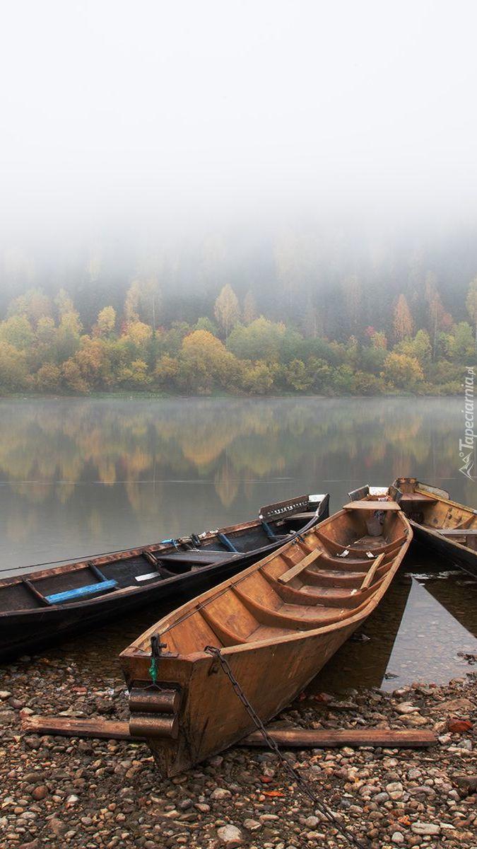 Łódki na brzegu