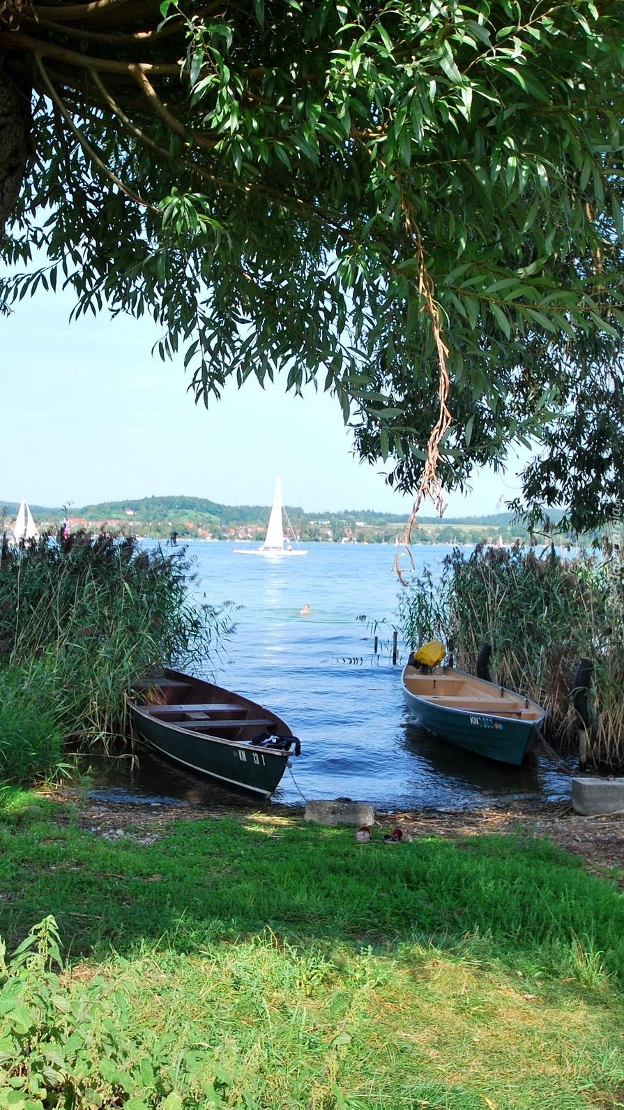 Łódki przy brzegu