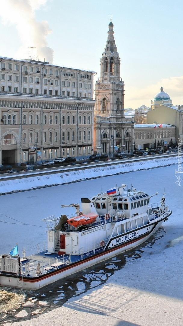 Lodołamacz na rzece Moskwa