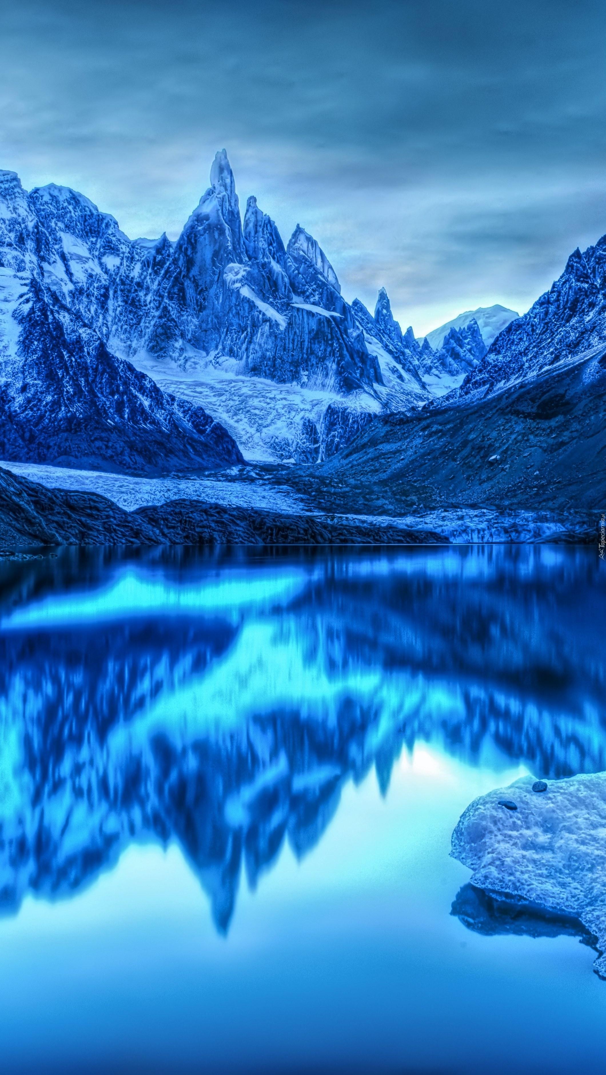 Lodowe góry i ich odbicie
