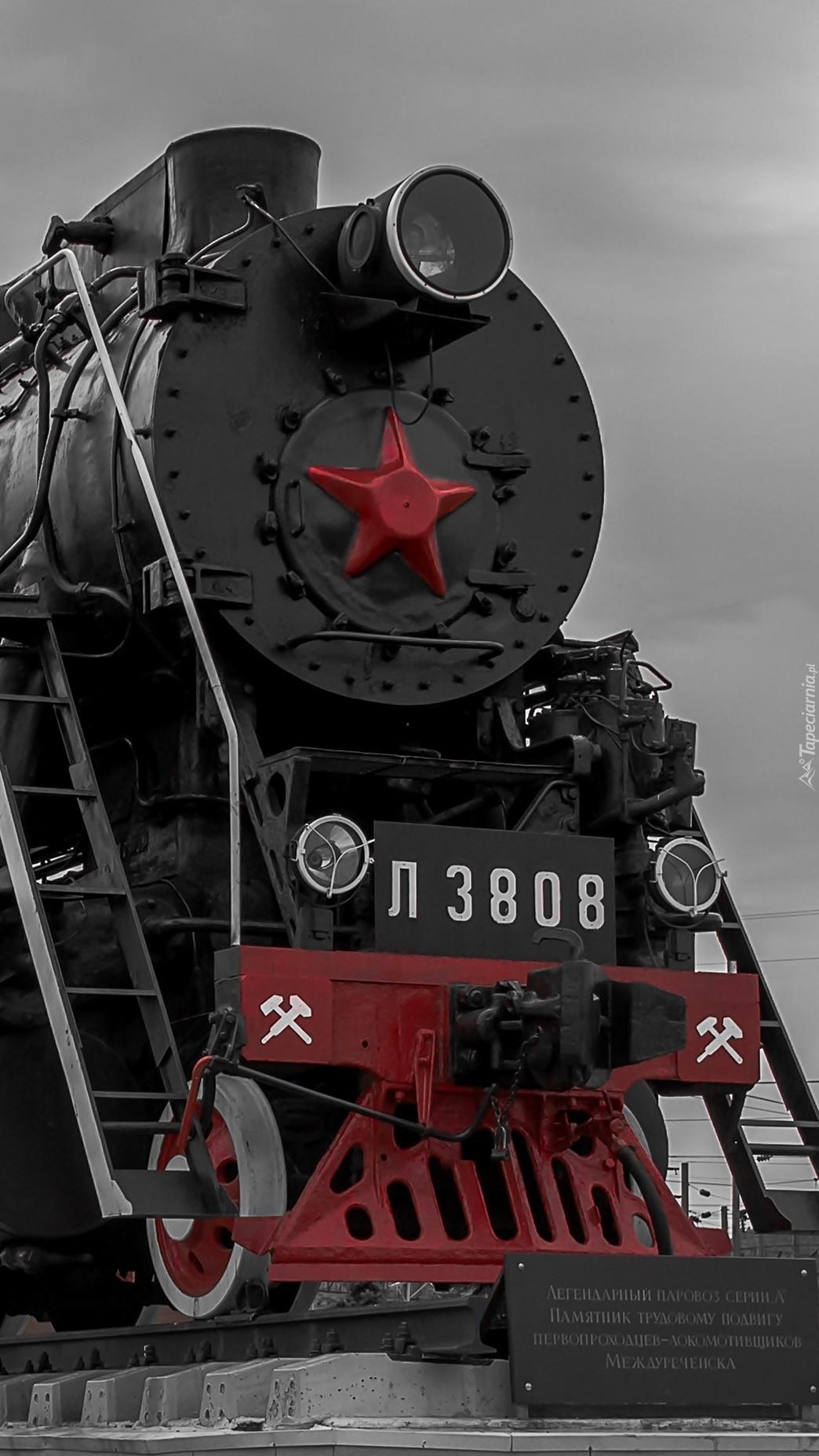 Lokomotywa z czerwoną gwiazdą na przodzie