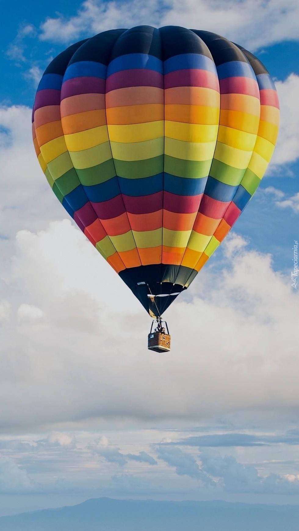 Lot kolorowym balonem
