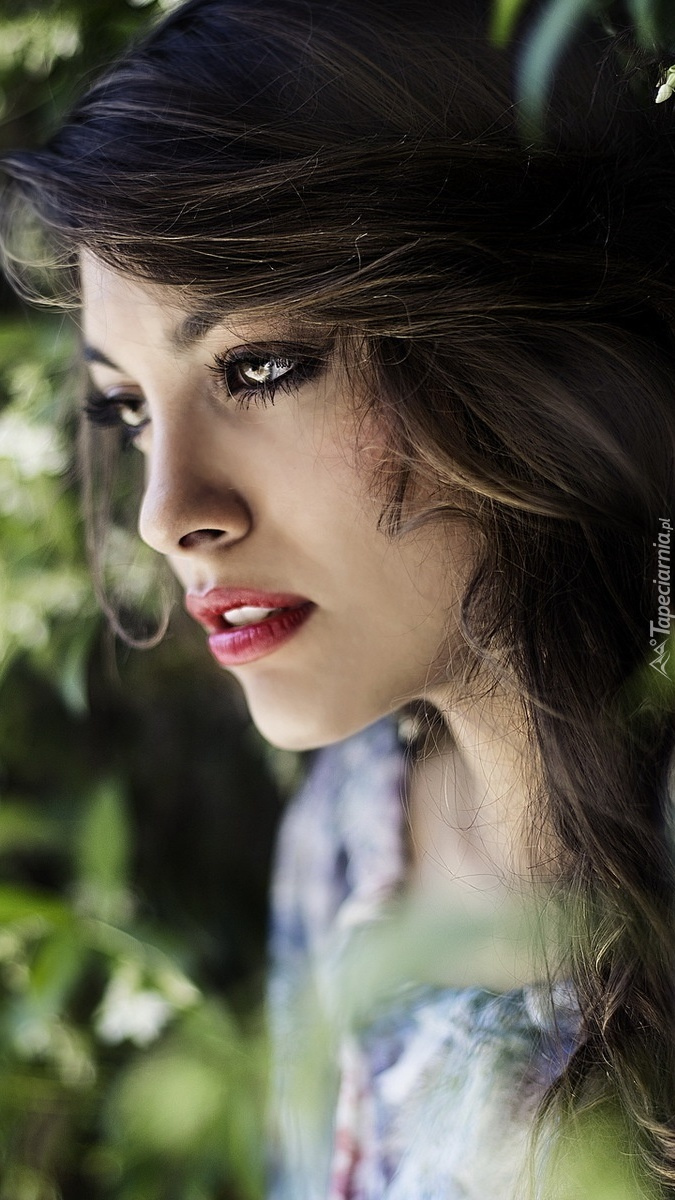 Makijaż zmysłowej brunetki