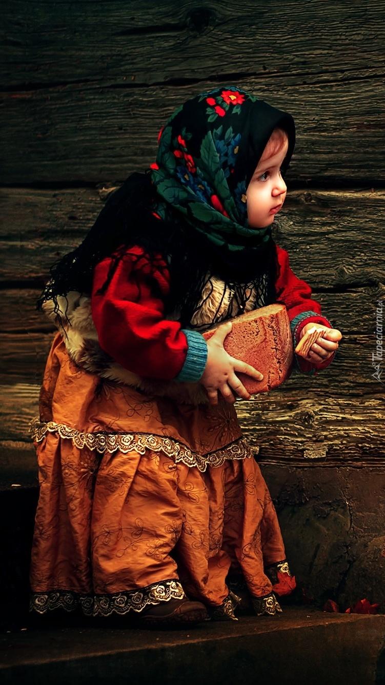Mała dziewczynka w chuście