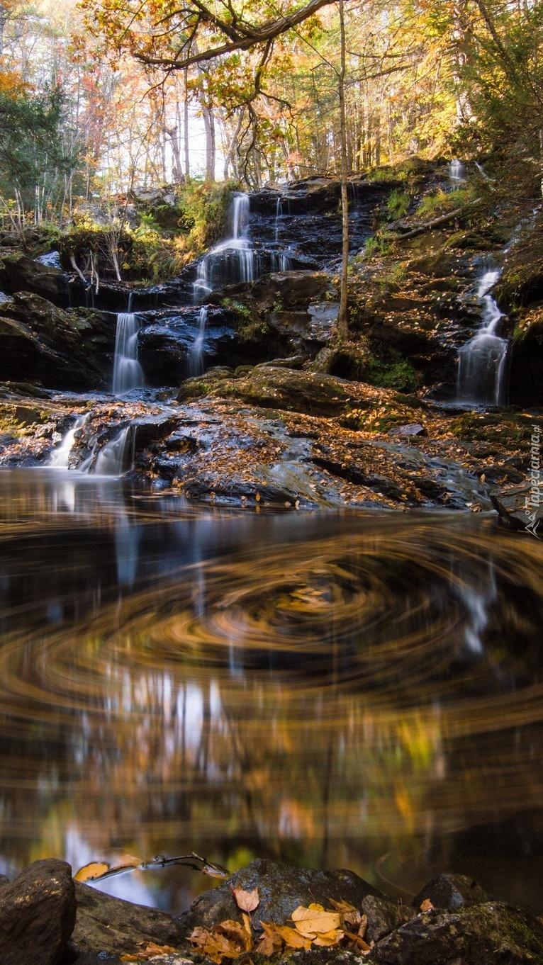 Małe kaskady wodospadu