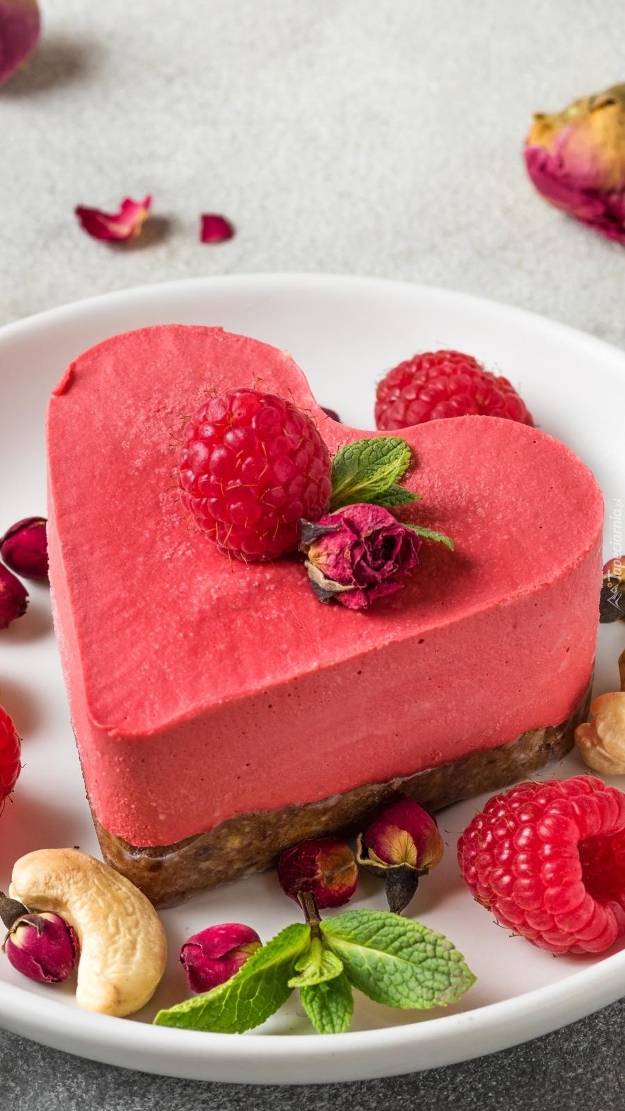 Malinowy deser w kształcie serca