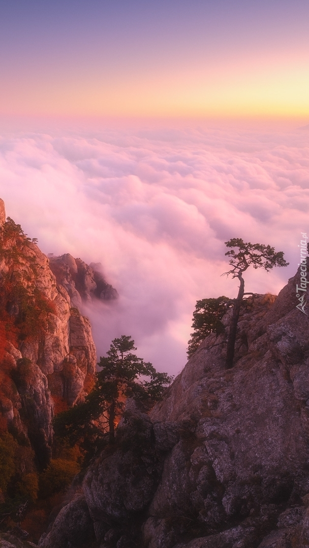 Masyw Demerdżi we mgle