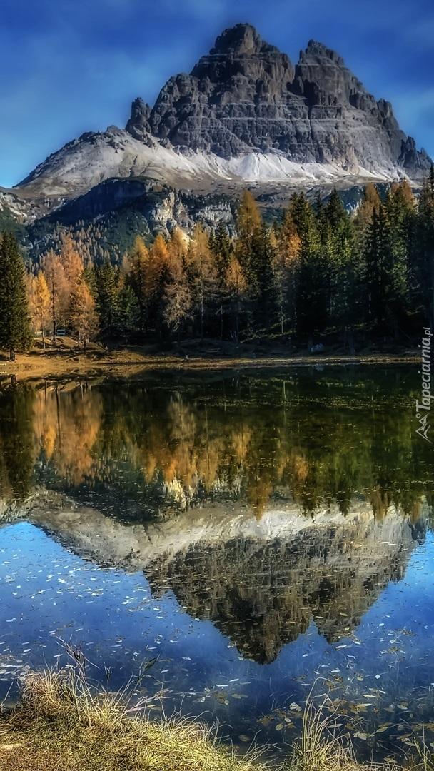 Masyw Tre Cime di Lavaredo nad jeziorem Antorno Lake