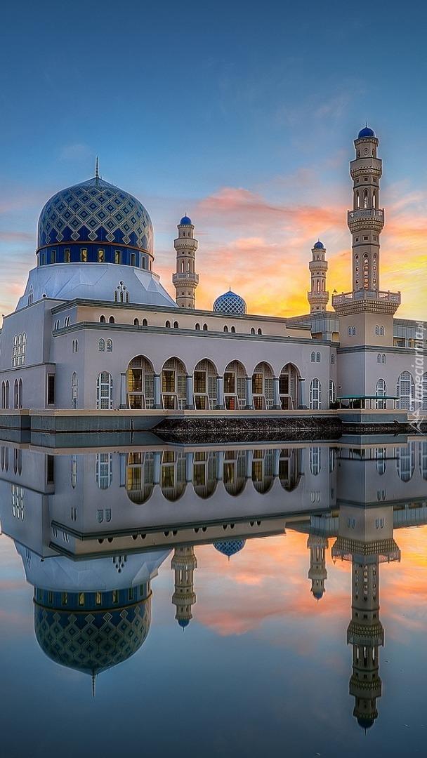 Meczet City Mosque o wschodzie słońca