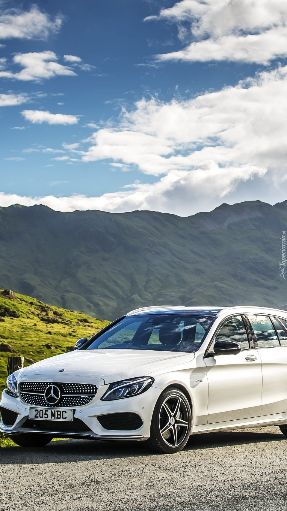 Mercedes AMG C 43 S205 na tle gór