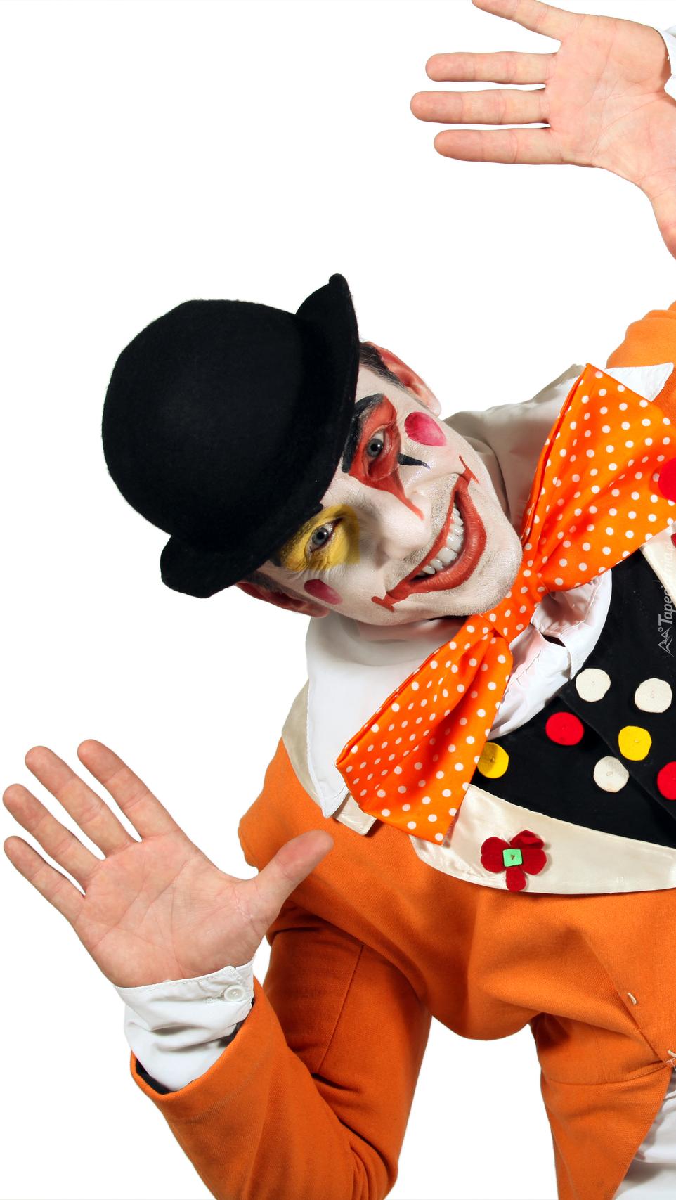 Mężczyzna w stroju klauna