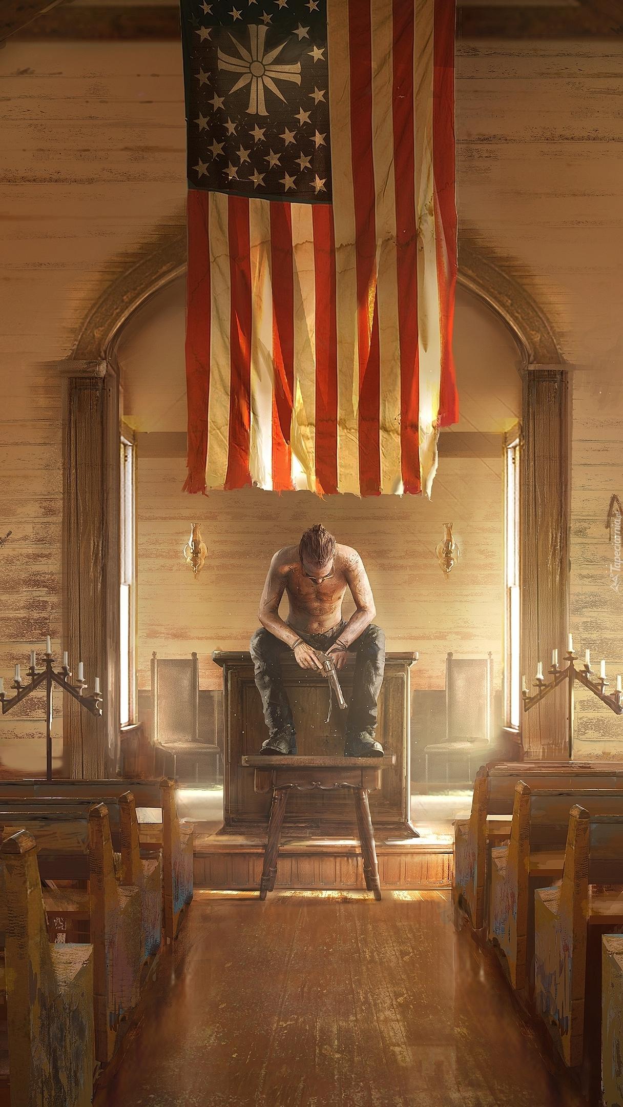 Mężczyzna z bronią we wnętrzu kościoła